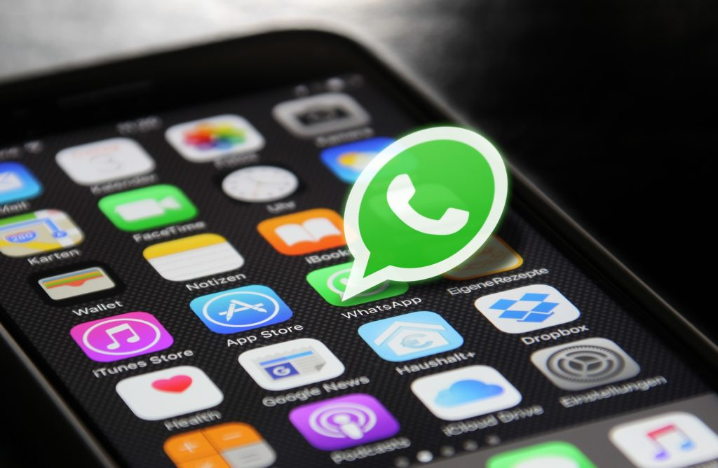 How to Share Live Location In Real Time on WhatsApp